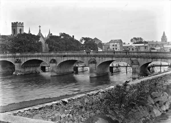 Salmon Weir Bridge, Galway City, Co. Galway, photographed by Eason and Son between 1900 and 1939. From the Eason Photographic Collection at the National Library of Ireland.