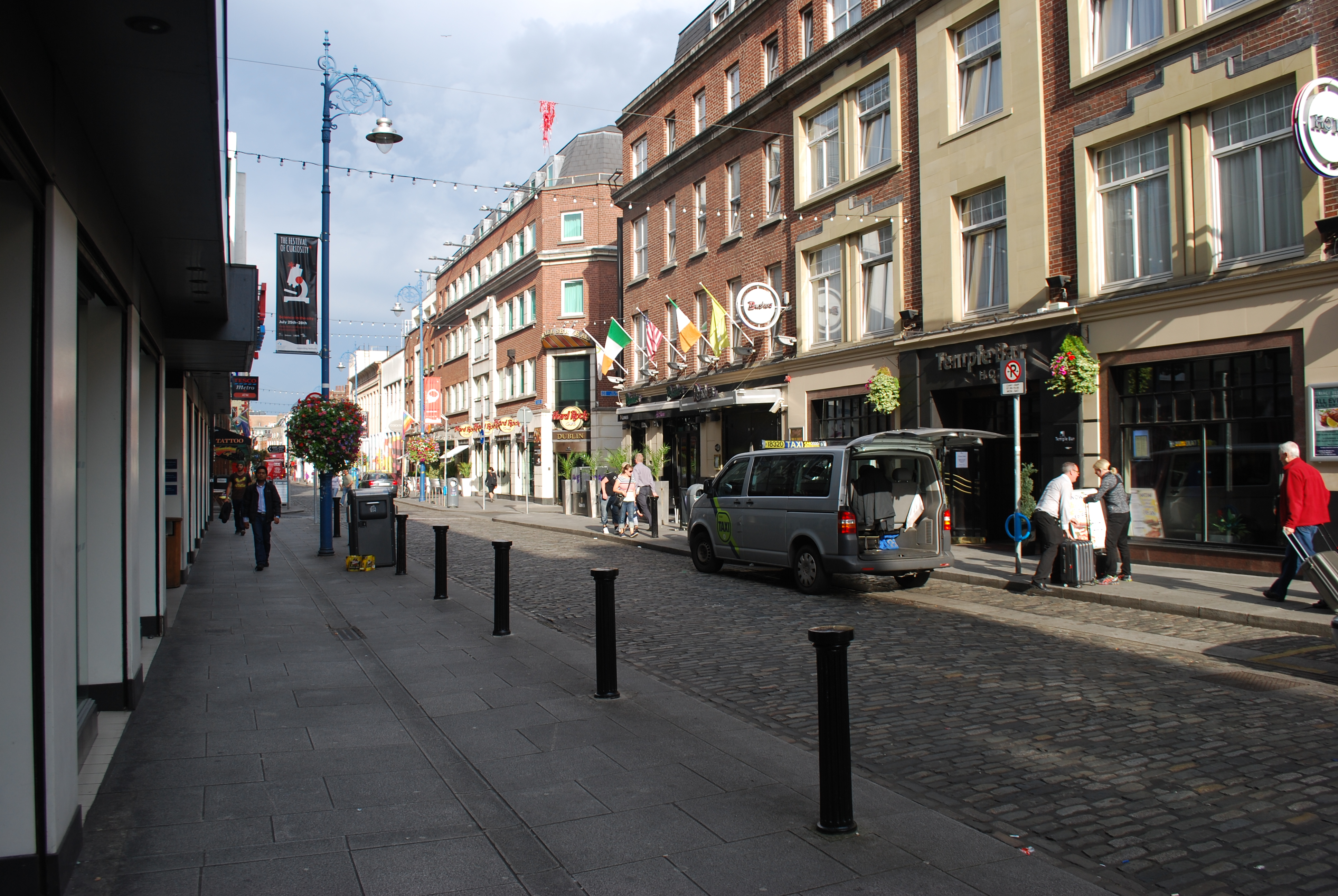 Modern-day Fleet Street in Dublin. By Jean Housen (Own work) [CC BY-SA 3.0 (http://creativecommons.org/licenses/by-sa/3.0)], via Wikimedia Commons